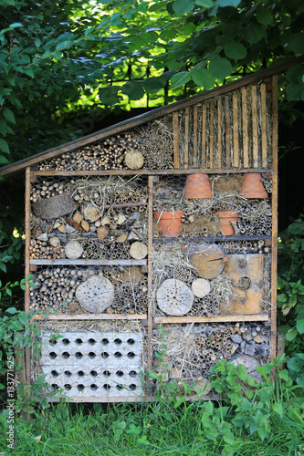 Cabane insectes insects shack immagini e - Cabane a insectes ...