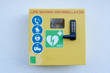 Automated external defibrillator mounted on a outside wall