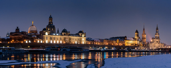 Panorama - Altstadt von Dresden im Winter