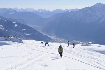 Osttirol: Die mit Kunstschnee präparierte Skipiste oberhalb Lienz
