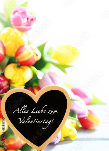 Valentinstag Herz Mit Blumenstrauss Stockfotos Und Lizenzfreie