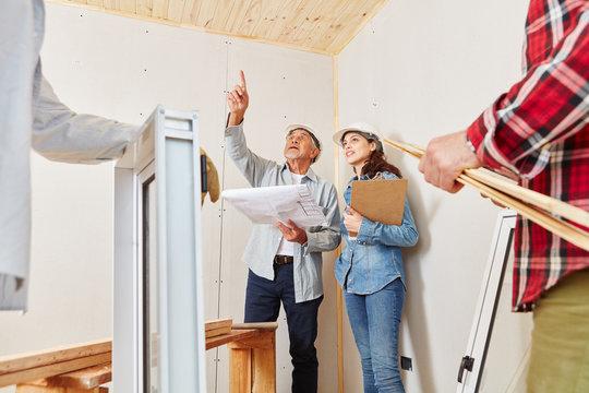 Architekten planen Sanierung von Haus