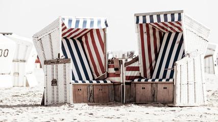 Wall Mural - Paar Strandkörbe - Auszeit zu zweit