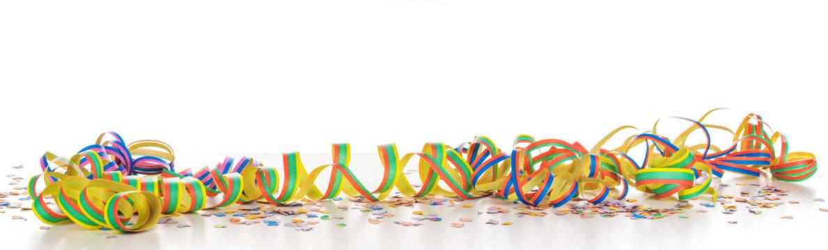 Luftschlangen und Konfetti vor weißem Hintergrund, Panorama