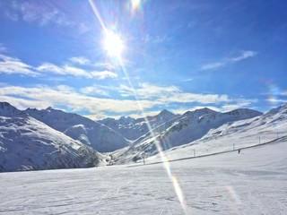 Sunny day i mountains