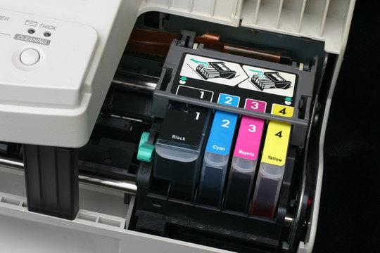 Third party ink cartridge set in computer inkjet printer.