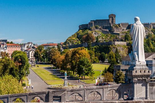 Lourdes, France, lieu de pèlerinage.