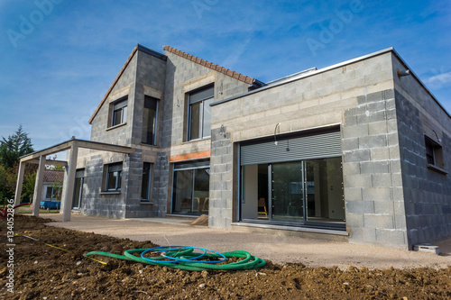 chantier d 39 une maison en construction stock photo and