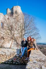 En famille dans l'Abbaye de Montmajour près d'Arles