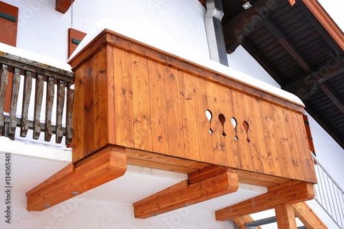 Alter Holzbalkon An Haus Front Altbayerisch Stock Photo And