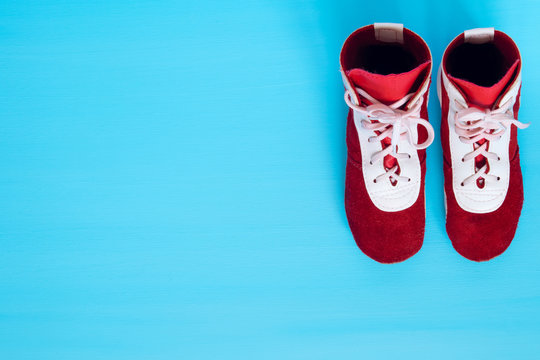 two shoes to fight standing on a blue background in the right corner