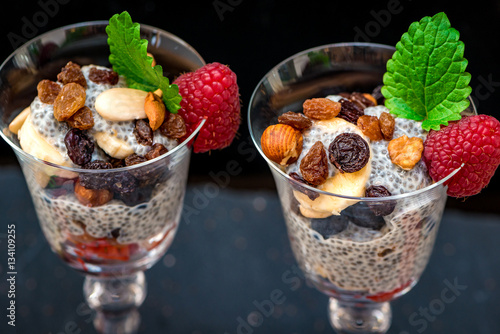 chia samen pudding zubereitet mit schokolade soja milch salvia hispanica stock photo and. Black Bedroom Furniture Sets. Home Design Ideas