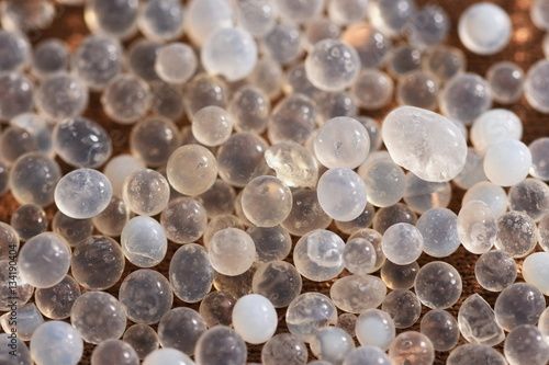 silica gel moisture absorber granules stockfotos und lizenzfreie bilder auf. Black Bedroom Furniture Sets. Home Design Ideas