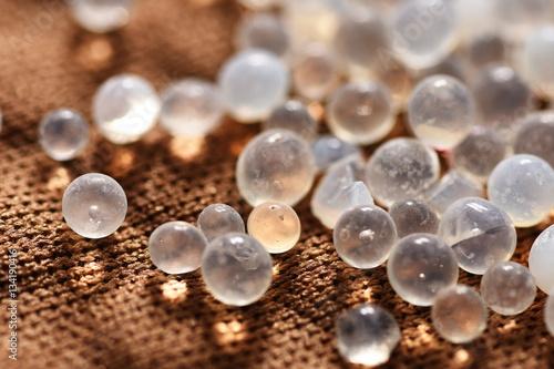 silica gel moisture absorber granules stockfotos und lizenzfreie bilder auf. Black Bedroom Furniture Sets. Home Design Ideas