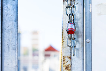 Key lock with a chain