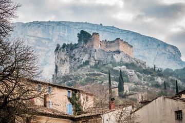 Le château des Evèques de Fontaine-de-Vaucluse