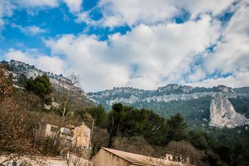 Montagnes autours du Gouffre de Fontaine-de-Vaucluse