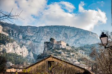 Fontaine-de-Vaucluse et le château des Evèques