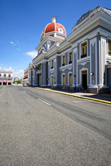 Palacio del Ayuntamiento im Parque José Marti, Cienfuegos, Kuba