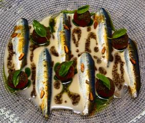 comida sofisticada para gourmets con variedad de productos