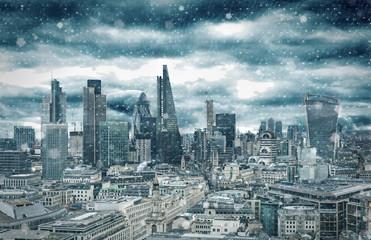 Poster London Skyline der City of London bei Schneesturm im Winter