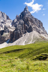 Fototapete - View of Cimon della Pala, the best-know peak of the Pale di San Martino Group in the Dolomites, northern Italy.