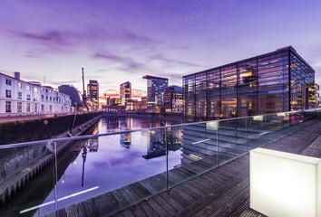 Düsseldorf Panorama Medienhafen abends - Deutschland