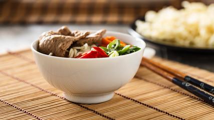 Ramen mit Gemüse und Soja-Fleisch - Ramen with veggies and soy