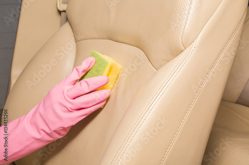 car interior leather seats professionally chemical cleaning with sponge early spring cleaning. Black Bedroom Furniture Sets. Home Design Ideas