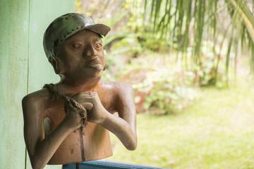 boneco de madeira africano