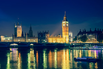 Photo sur Plexiglas Londres Iconic view Westminster with Big Ben, Houses of Parliament and Thames at Victoria Embankment lit up at night.