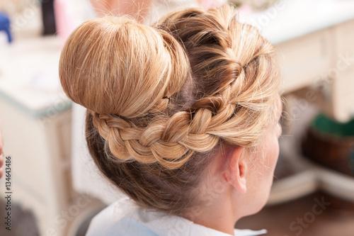 Immagini capelli lunghi raccolti