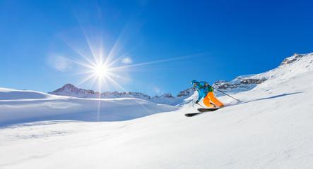 Fototapete - Freerider skier running downhill