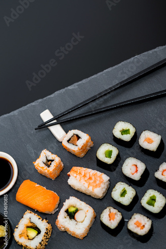 sushi japanisches essen di t fisch stok g rseller ve telifsiz g rseller 39 da. Black Bedroom Furniture Sets. Home Design Ideas