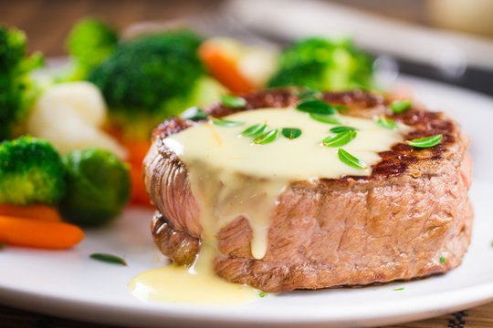 Fillet of beef with béarnaise sauce.