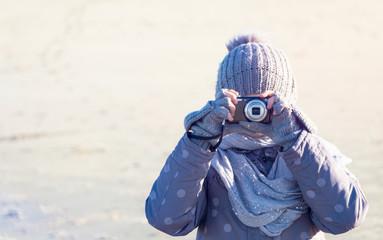 Mädchen fotografiert in die Kamera