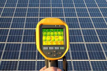 Inspektion eines Solardachs mit Wärmebildkamera