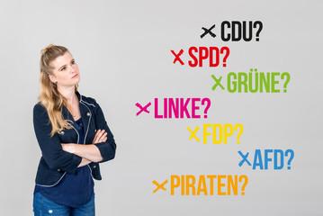 Frau mit verschiedenen Parteien für Bundestagswahl Deutschland