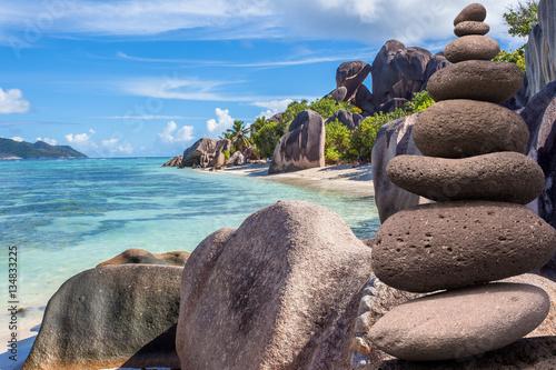 galets zen sur plage d 39 anse source d 39 argent la digue seychelles immagini e fotografie. Black Bedroom Furniture Sets. Home Design Ideas