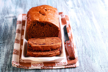 Date and chocolate cake loaf