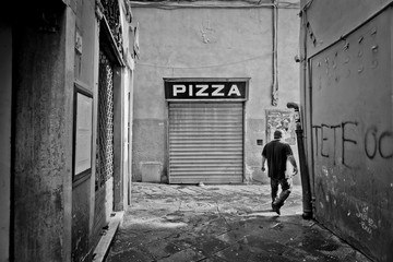 Pizza - Gasse in Pisa