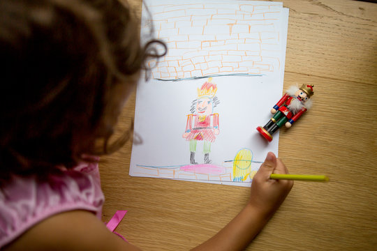 Young girl drawing christmas decoration