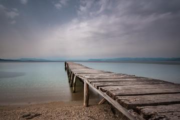Fototapeta stary drewniany pomost nad morzem obraz