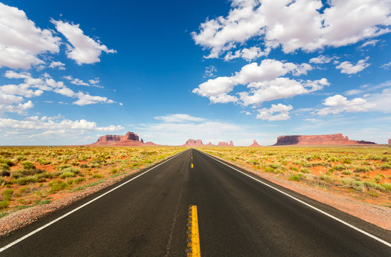 Monument valley road going to the horizon