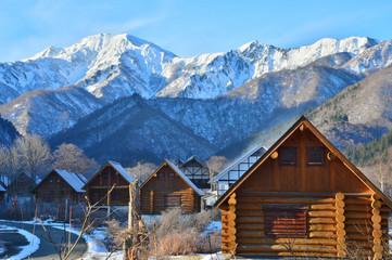 初冬の越後三山と銀山平温泉