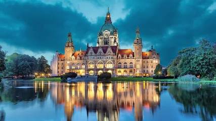 Fotomurales - New City Hall of Hannover reflecting in water in the evening  (static image with animated sky)