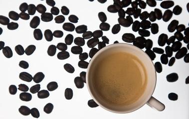 Espresso mit Bohnen