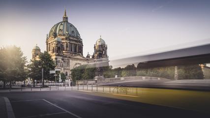 Berliner Dom zum Sonnenaufgang