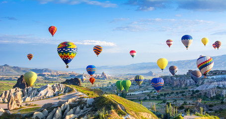 Poster de jardin Montgolfière / Dirigeable The great tourist attraction of Cappadocia - balloon flight.