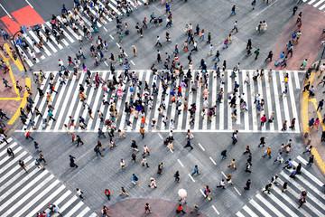 Menschenmassen im Stadtteil Shibuya in Tokyo, Japan